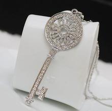 White Gold Plated Rhinestone Sun Flower Key Necklace XL0100