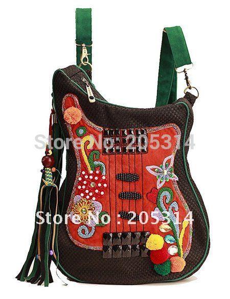Mujeres Con Forma De Guitarra