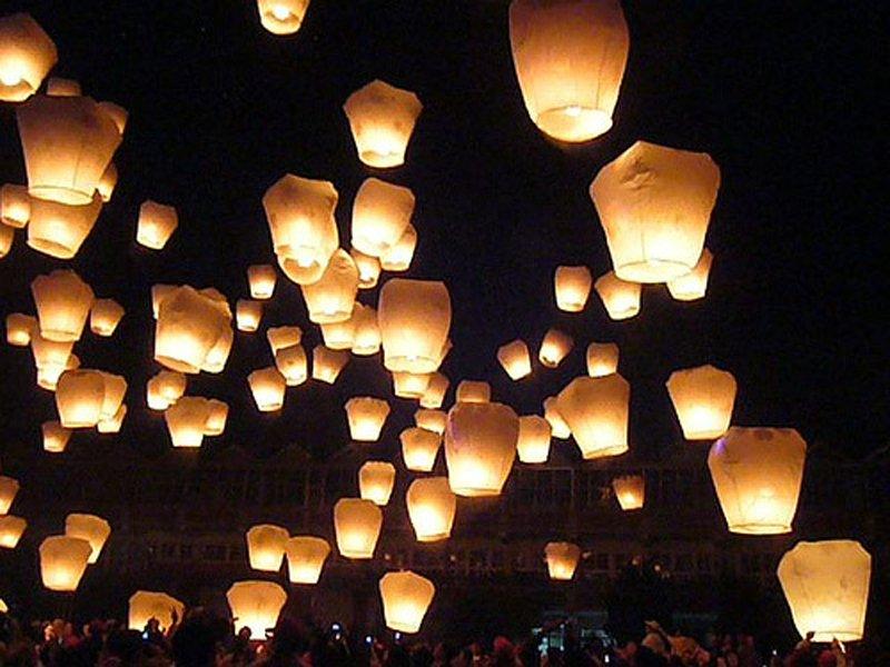 WHOLESALE 50 PCS CHINESE Sky Lantern Kongming Lantern Skylanterns Kongming Light WISH BALLOON KHOOM FAY Halloween PARTY(China (Mainland))