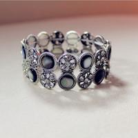 MOQ US $15 !!! Vintage Created Shell Crystal Bracelet Perfect Lady Graceful Shell And Crystal Bracelet
