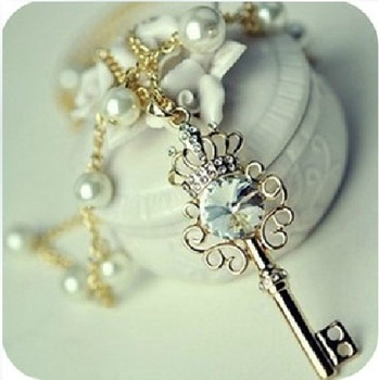 Korean jewelry, crystal crown key pearl necklace