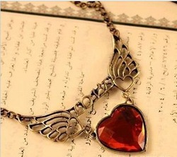 Free shipping LOVE heart-shaped wings Retro Vintage Export retail and wholesale stylish Necklace Apparel ornament(China (Mainland))