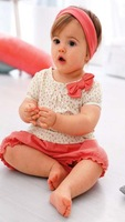 Cute baby suit/2-piece set: floral top with bowknot + red shorts/Casual style