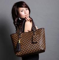 New 2014 women leahter handbag women messenger bags portable handbags vintage shoulder classic plaid bag send a small purse