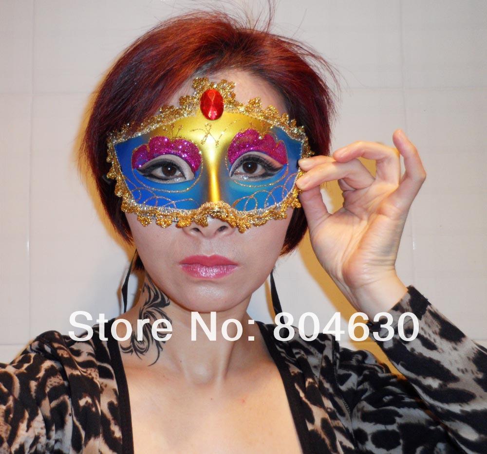 Le masque pour la personne des points noirs du miel