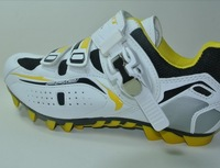 Yellow new bicycle riding mountain bike shoes, cycling shoes, outdoor shoes, men's shoes