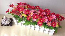 Frete grátis branco 30 centímetros cerca de madeira com flor falsificada definir arranjo de flores artificiais para decoração de casamento em casa(China (Mainland))