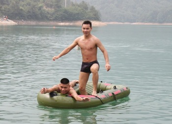 PVC inflatable boat canoe / fishing boat / double inflatable boat / Specials / Free Shipping