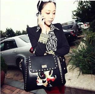 New fashion retro rave party graffiti printing grimace England rivet handbag shoulder bag messenger bagsmessenger bag