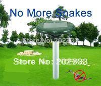 new design  power ultrasonic solar snake repellers with lights