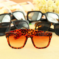 4720 Min. order $10 (mix order) Free shipping New arrival fashionable retro sunglasses eyewear accessories for women men