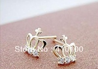 J072 Min.order $15 (mix order jewelry Cute Love Imitation Small Crown Earrings Please reach $15.00,if not,please don't buy