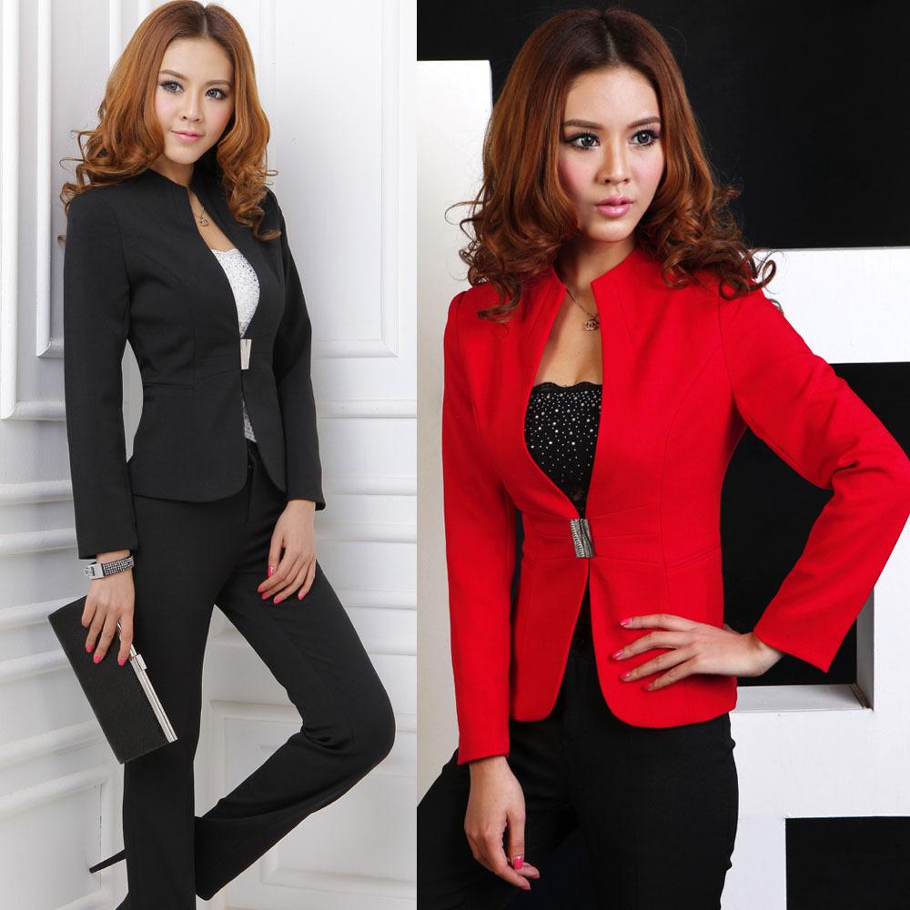 Красное платье и черный пиджак