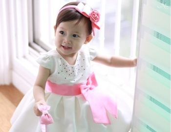 Princess girl dress/White girl dress with shining small pearl/Short sleeves baby girl dress with pink bowknot belt